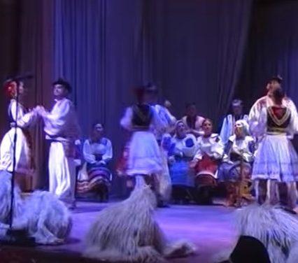 Заслужений академічний закарпатський хор відтворив унікальний танець (ВІДЕО)