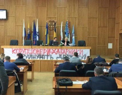 """""""Антикорупційна"""" сесія Ужгородської міськради не виправдала сподівань (відео)"""