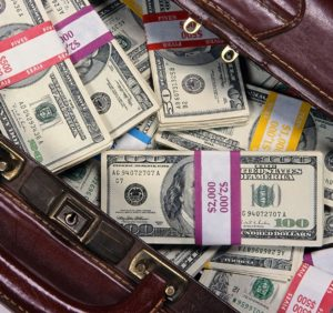 Найбільше готівки вдома тримають закарпатські чиновники