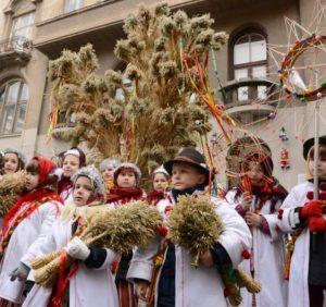 Повертаємось до традицій — прикрашаємо на свята дідух