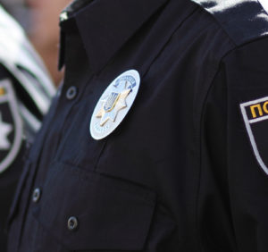 Берегівські поліцейські вилучили в чоловіка ніж