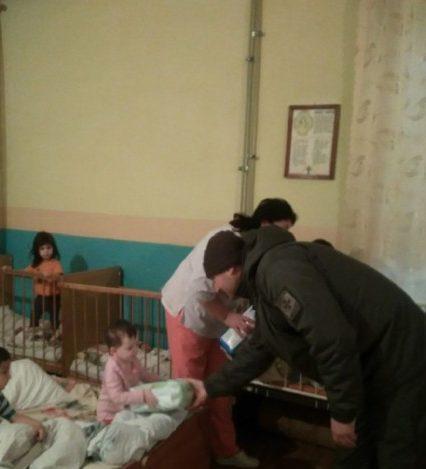 Чопські прикордонники відвідали з подарунками дитячий будинок у Сваляві