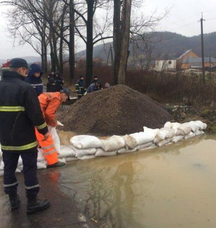 Паводкові хвилі пройшли за межі Закарпаття на територію Угорщини та Словаччини