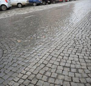 В Ужгороді зірвали строки ремонту доріг. З якістю також є проблеми