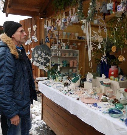 Новорічно-різдвяний ярмарок уже розпочався в Ужгороді