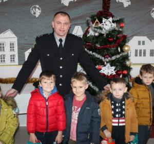 Закарпатська поліція привітала діток-переселенців і сиріт зі святом Миколая