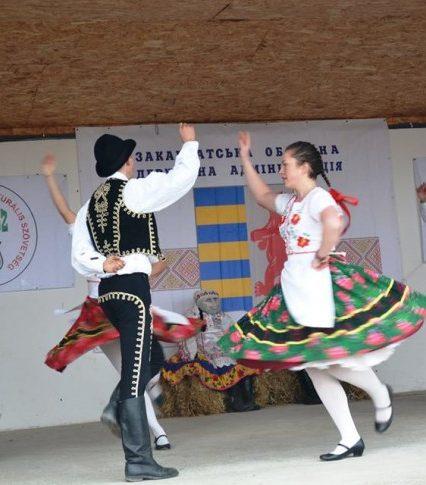 Рульки, гурки, смаженина, боґрач – на Закарпатті відгуляв Міжнародний фестиваль гентешів