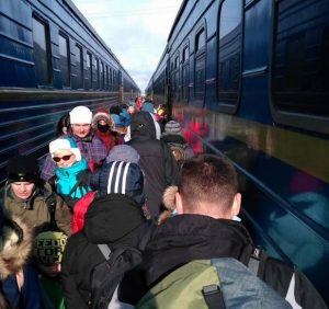 На Рахівщині подорожуючі залізницею наражаються на смертельну небезпеку (фото)