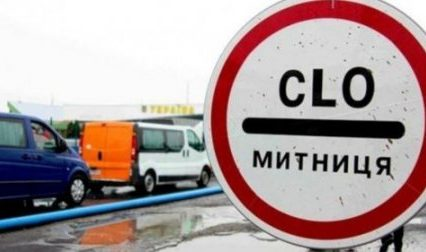 Довжелезні черги на кордонах – сотні вантажівок (ВІДЕО)