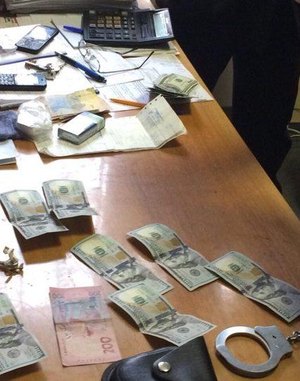 Прокуратура затримала за хабарництво чиновника на Воловеччині (ФОТО)