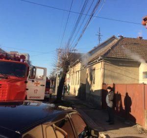 В Мукачеві вогнеборці ліквідували пожежу в житловому будинку