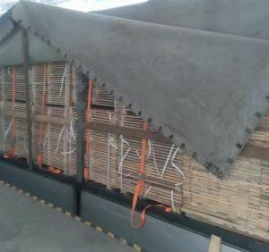 На «Ужгороді» прикордонники виявили вантажівку з контрабандними цигарками (ВІДЕО)