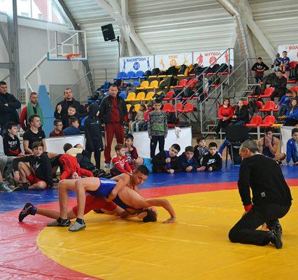У Тячеві пройшов новорічний турнір з греко-римської боротьби (ФОТО)
