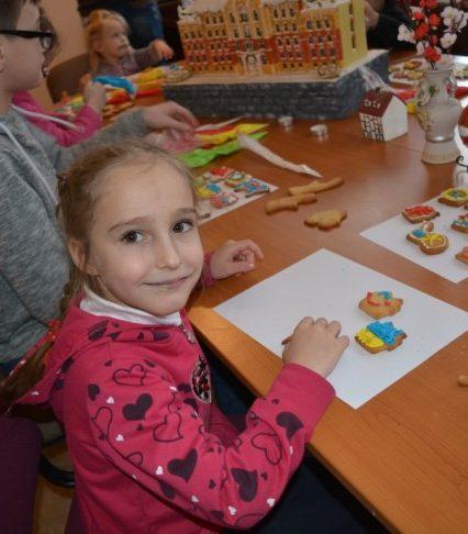 Пряничний майстер-клас для дітей влаштували в Ужгороді