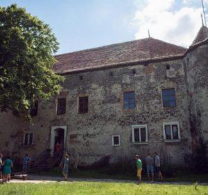 Сент-Міклош: як художник перетворив замок в успішний проект