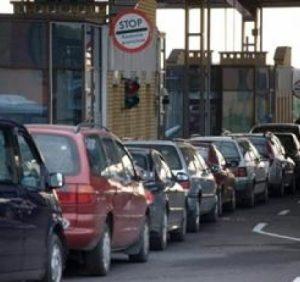Черги на КПП Ужгород. Більше півсотні водіїв чекають на в'їзд до Словаччини