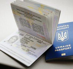 На Закарпатті знову черги за біометричними закордонними паспортами (ВІДЕО)