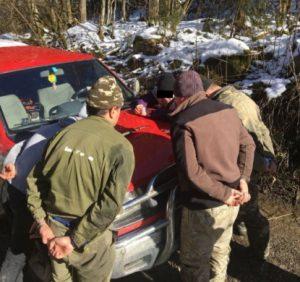 Контрабандистів на автомобілі із 9 тисячами пачок сигарет затримано на Закарпатті