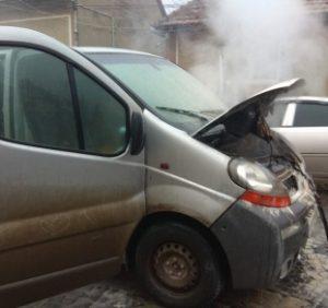 В Мукачеві на ходу загорівся мікроавтобус
