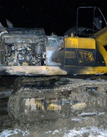За вихідні на Закарпатті згоріли два екскаватора та два автомобіля (ФОТО)