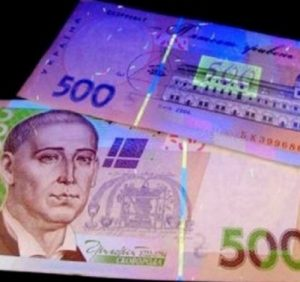 Західну Україну «засипали» фальшивими грошима. Як не стати жертвою (ВІДЕО)
