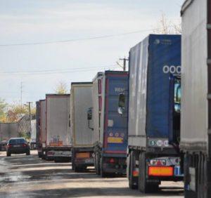 Кілометрові черги утворилися на КПП «Дяково» на Виноградівщині (ВІДЕО)