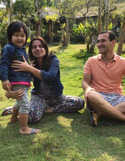 Во Вьетнаме врач из Ужгорода Яна Данилич вырвала из лап смерти утонувшую девочку (ФОТО)