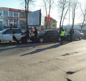 У ДТП на вулиці Гагаріна в Ужгороді зіштовхнулись чотири авто (ФОТО)