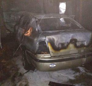 В Мукачеві вогонь знищив «Skoda Octavia». Серед причин – підпал (ФОТО)
