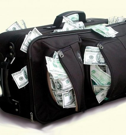 Як правильно громадянам перевозити готівку через кордон