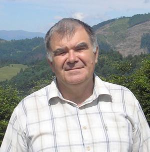 Петро Ходанич скульптор-різьбяр з Перечинщини, відомий своїми доробками у багатьох країнах світу