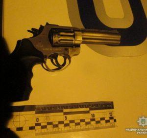 В Ужгороді поліція зупинила озброєного іноземця (ФОТО)