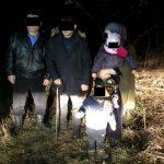 Поблизу кордону правоохоронці затримали нелегальних мігрантів з маленькими дітьми