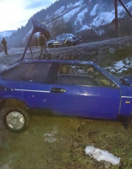 Поліція встановлює обставини ДТП на Рахівщині, де автомобіль злетів у Тису