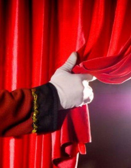"""Хустська """"Наталка Полтавка"""" у виконанні обласного театру драми та комедії їде до Ужгорода"""