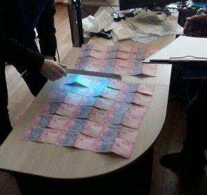 У Волівці посадовець брав хабарі за позачергове отримання біометричних паспортів
