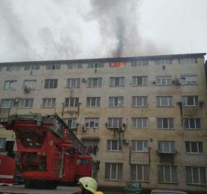 В Ужгороді горить гуртожиток. Людей евакуюють (ФОТО, ВІДЕО)