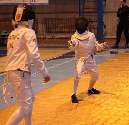 Близько 200 спортсменів з України та Словаччини бились на шпагах в Ужгороді (ВІДЕО)