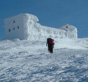 В районі гори Піп Іван заблукало троє туристів. Один з них загинув