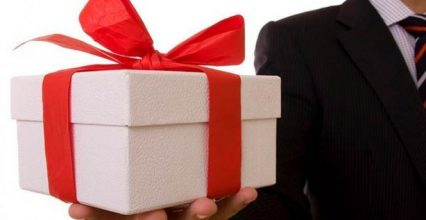 Подарунок працівнику від роботодавця: як оподатковується податком на доходи фізичних осіб