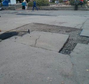 Ужгородська прокуратури розпочала кримінальне провадження щодо можливого заволодіння бюджетними коштами при ремонті доріг