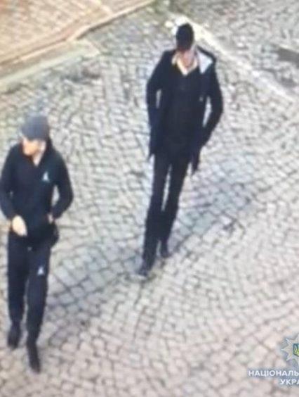 Поліцейські Мукачева розшукують осіб, причетних до крадіжок з будинків