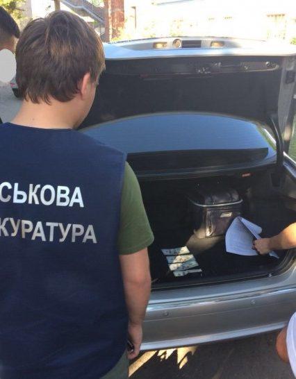 На Закарпатті затримано місцевого жителя, який пропонував прикордоннику 400 доларів хабаря