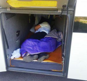 Водія-«зайця» виявили у туристичному автобусі закарпатські прикордонники (ФОТО)