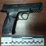 Поліція вилучила в ужгородця пневматичний пістолет