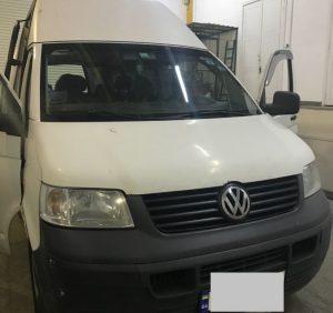 Партію контрабандних цигарок виявили в «таємній» підлозі «Volkswagen» (ФОТО)