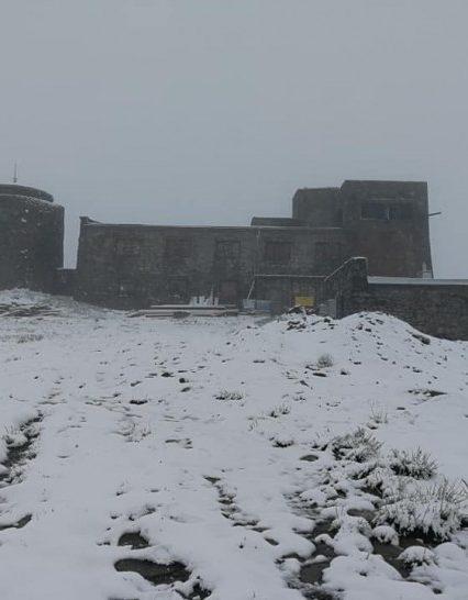 На Рахівщині випав сніг, рятувальники евакуйовують дитячий табір