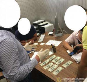 Ужгородську чиновницю-хабарницю взято під домашній арешт. Хто наступний?
