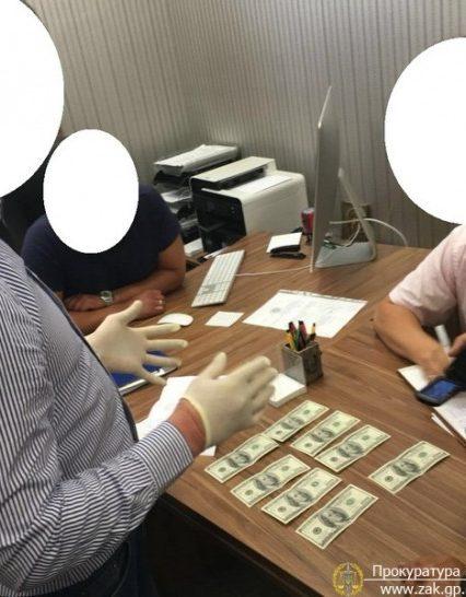 Начальника управління майном міста Ужгорода затримано на хабарі (ФОТО, ВІДЕО)