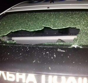 Хулігани розтрощили автомобіль патрульної поліції в Ужгороді